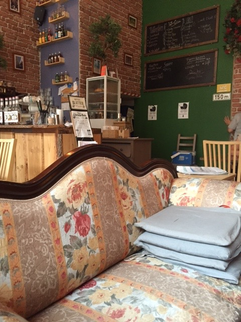cafe wohnraum k ln nippes schlemmeninkoeln restaurants caf s brauh user und vieles mehr. Black Bedroom Furniture Sets. Home Design Ideas
