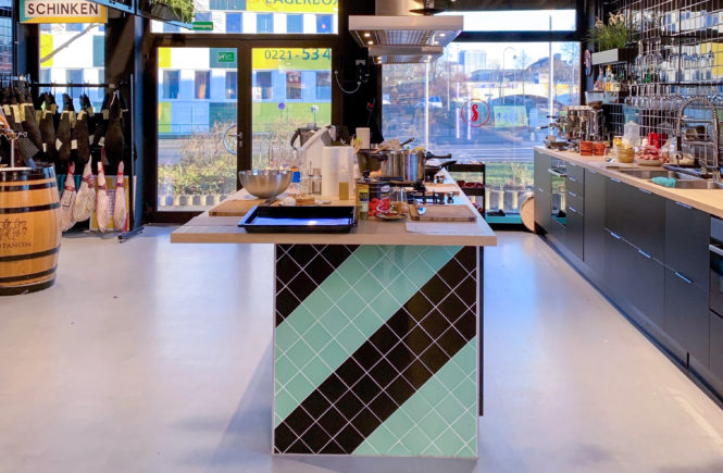 Du bist auf der Suche nach einem Kochkurs in Köln? Der Tapaskochkurs eignet sich perfekt als Geschenkidee, für den Junggesellenabschied oder die Firmenfeier