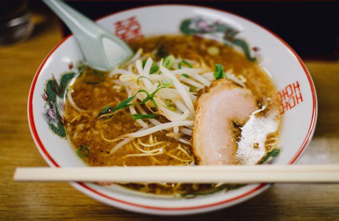Wo kann ich in Köln Ramen essen? Wir zeigen euch die leckersten Restaurants, in denen ihr die japanische Nudelsuppe essen könnt.